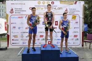 Závodu triathlonových profesionálů kraloval Brit Jonathan Brownlee
