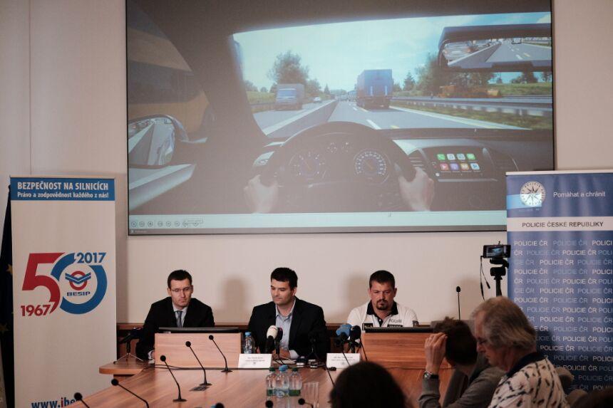 BESIP ve spolupráci s Ředitelstvím silnic a dálnic proto k této problematice připravil sérii devíti krátkých animovaných klipů / Foto zdroj: Ministerstvo dopravy ČR
