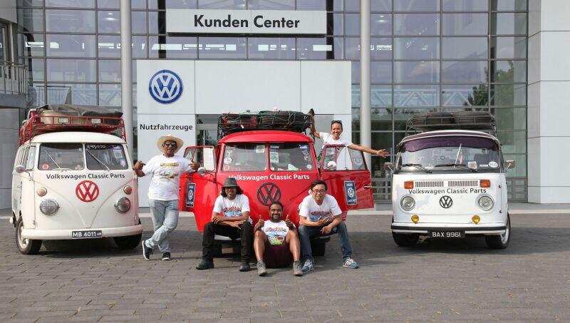 Fanoušci historických vozů Transporter zMalajsie navštívili továrnu v Hannoveru / Foto zdroj: Porsche Česká republika s.r.o.