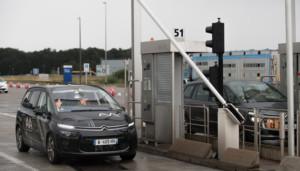 Díky spolupráci mezi skupinou PSA a společností Vinci Autoroutes překonal poprvé autonomní vůz mýtnou bránu / Foto zdroj: P Automobil Import s.r.o.