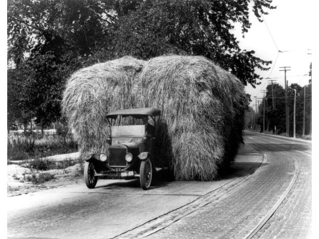 Na den přesně před 100 lety představil Ford převratný Model TT, který vydláždil cestu moderním užitkovým vozům / Foto zdroj: FORD MOTOR COMPANY, spol. s.r.o.