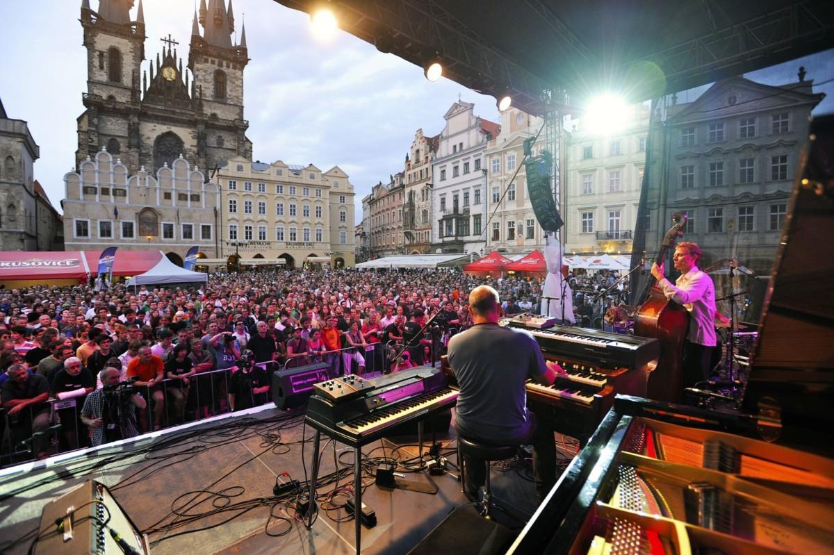 Půjčovna Das RentAuto podporuje Bohemia JazzFest / Foto zdroj: Porsche Česká republika s.r.o. Divize Volkswagen Užitkové vozy