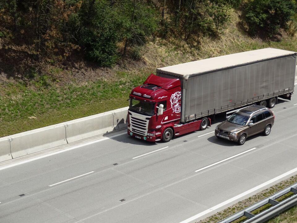 Ředitelství silnic a dálnic omezí běžnou údržbu komunikací v době konání Velké ceny Brna / Ilustrační foto-zdroj: GALLARD TRANSPORT s.r.o.