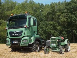 Vzpomínka na minulost: společnost MAN sice skončila s výrobou traktorů ještě v roce 1963, ale aktuální vystavovaný exemplář MAN TGS 18.500 4x4 BL má identický originální zelený lak (MAN-GRUEN M107) a kola světlé slonovinové barvy. Tato barevná kombinace byla typická pro zemědělské traktory MAN. / Foto zdroj: MAN Truck & Bus Czech Republic s.r.o.