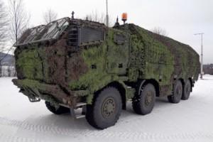 Čtyřnápravová valníková vozidla TATRA T 815-7T3RC1.301 8x8.1R projektu PRAM vybavená zadním zvedacím čelem a tzv. mobilním maskovacím systémem (mobilní maska) / Foto zdroj: TATRA TRUCKS a.s.