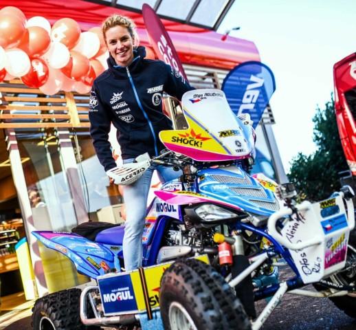 Olga Roučková s novou čtyřkolkou Yamaha na Dakar 2018 / Foto zdroj: Yamaha Motor Europe N.V.
