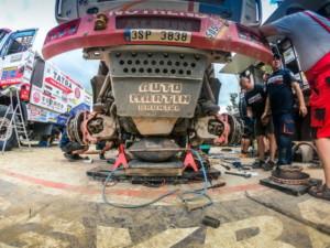 Tým Tatra Buggyra Racing využil zrušení etapy k servisu! / Foto zdroj: Buggyra media