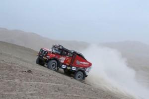 Dakar ve 4. etapě zkusil zastavit i český kamion / Foto zdroj: MKR Technology/PatRESS.cz
