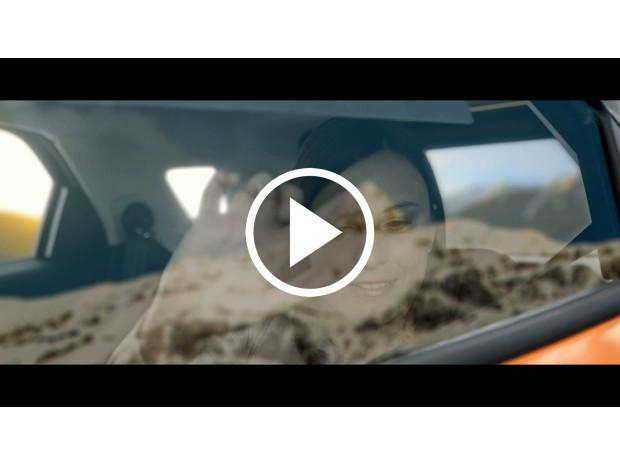 Inteligentní okno pomůže nevidomým pasažérům prostřednictvím hmatové odezvy vizualizovat míjející krajinu za oknem vozu. / Foto zdroj: Ford Motor Company