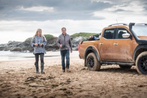 Nissan nabídl svůj nejodolnější pickup, aby pomohl bojovat se znečištěním plasty na nejodlehlejších evropských plážích / Foto zdroj: NISSAN