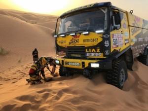 Dakar: Macík sBrabcem už testují vpoušti. Snavigačním softwarem a lopatkami / Foto zdroj: Big Shock Racing