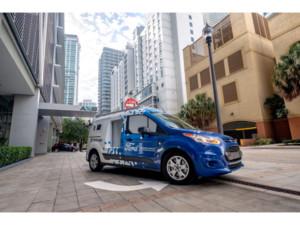 """Firmy i jejich zákazníci na Floridě mohou zažít, jaké to je, když zboží doručuje rozvážkový Ford """"bez řidiče"""" / Foto zdroj: Ford Czech Republic"""