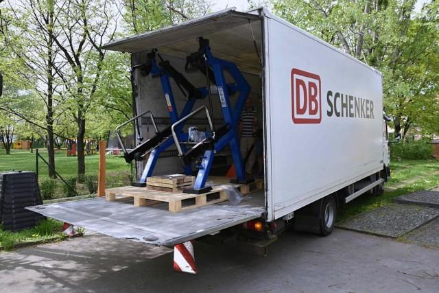 Stroje první venkovní posilovny pro handicapované přepravil zFinska DB Schenker / Foto zdroj: DB Schenker