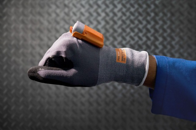 DB Schenker vNěmecku představil inteligentní rukavice na skenování čárových kódů / Foto zdroj: DB Schenker