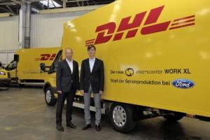 Jörg Beyer, generální ředitel pro vývoj produktů společnosti Ford-Werke GmbH a prof. Dr. Ing. Achim Kampker, generální ředitel a zakladatel společnosti StreetScooter GmbH, představí nový StreetScooter WORK XL. Sériová výroba e-přepravce nyní začíná u společnosti Ford v Kolíně nad Rýnem / Foto zdroj:  FORD MOTOR COMPANY, s.r.o.