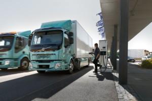 Zákazníci převzali první elektrická nákladní vozidla Volvo / Foto zdroj:  Volvo Group Czech Republic, s.r.o.